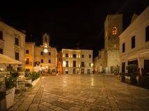 Praça Vittorio Emanuele II em Polignano uma égua imagens de stock royalty free