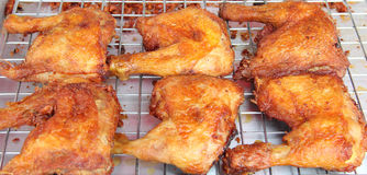 Prażaka kurczak na Footpath w Tajlandia Obrazy Royalty Free