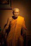 Pra Kru Paowanarungsi que es el abad del puño del templo de Yai Chaimonkol Imagen de archivo libre de regalías