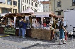 Praag, 29 augustus: Markttribunes in Praag, Tsjechische Republiek Royalty-vrije Stock Afbeelding