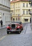 Praag, 29 Augustus: Uitstekende Auto op straten van Praag in Tsjechische Republiek Royalty-vrije Stock Afbeelding