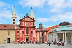 Praag. Basiliek van St. George bij het Kasteel van Praag Stock Foto