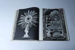 Praag in beeldenboek door Karel Plicka Zuigeling Jesus van Praag royalty-vrije stock foto's