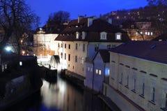 Praag bij nacht - Sova-molens in Praag Stock Foto