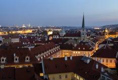 Praag, de Toneelherfst, Mening aan de Oude Stad bij nacht Tsjechische Republiek Royalty-vrije Stock Afbeeldingen