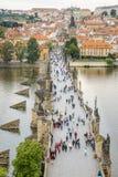 Praag en Charles Bridge Stock Foto
