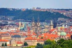 Praag en Oude Stadskerk, Tsjechische Republiek Stock Afbeelding