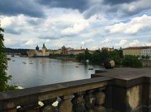 Praag, hoofdstad van de Tsjechische Republiek - Charles Bridge stock afbeelding