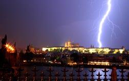 Praag. Onweersbui. stock afbeelding