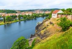 Praag op de rivier Vltava Stock Afbeeldingen