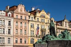 Praag, Oud Stadsvierkant met Jan Hus-gedenkteken Stock Fotografie