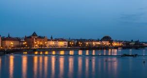 Praag riverfront bij nacht Royalty-vrije Stock Foto's
