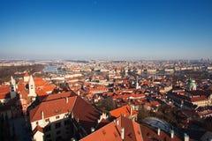 Praag. Rode daken. Stock Foto