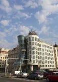 PRAAG, 15 SEPTEMBER, 2014: Dansend Huis bij de Vltava-rivierdijk in Praag, Tsjechische Republiek Royalty-vrije Stock Afbeeldingen
