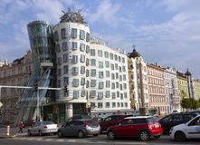 PRAAG, 15 SEPTEMBER, 2014: Dansend Huis bij de Vltava-rivierdijk in Praag, Tsjechische Republiek Royalty-vrije Stock Foto's