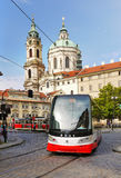 Praag, St Nicholas Church, Openbare Vervoer Royalty-vrije Stock Foto's