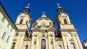 Praag St Nicholas Church in Oud Stadsvierkant Stock Foto