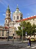 Praag, St Nicholas Church, Weg Kruising Stock Afbeelding