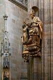 PRAAG, TSJECHISCHE REPUBLIC/EUROPE - 24 SEPTEMBER: Gouden standbeeld van a Royalty-vrije Stock Foto's