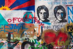 Praag, Tsjechische Republiek - April, 2018: Lennon Wall in Praag royalty-vrije stock foto