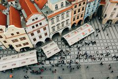 Praag, Tsjechische Republiek - 04 02 2013: Architectuur, gebouwen en oriëntatiepunt Weergeven van de straten van Praha stock foto