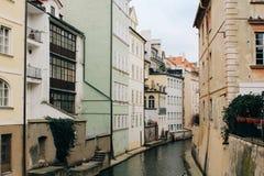 Praag, Tsjechische Republiek - 04 02 2013: Architectuur, gebouwen en oriëntatiepunt Weergeven van de straten van Praha stock foto's