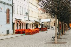 Praag, Tsjechische Republiek - 04 02 2013: Architectuur, gebouwen en oriëntatiepunt Weergeven van de straten van Praha royalty-vrije stock afbeelding