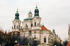 Praag, Tsjechische Republiek - 04 02 2013: Architectuur, gebouwen en oriëntatiepunt Weergeven van de straten van Praha royalty-vrije stock fotografie