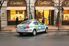 Praag, Tsjechische Republiek - 25 December, 2016 - de politie op de straten Patrouillewagen op Kerstmisdag in Praag Stock Afbeelding