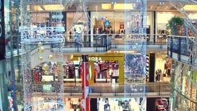 PRAAG, TSJECHISCHE REPUBLIEK - 3 DECEMBER, 2016 Kerstmis verfraaide modern winkelcomplexpalladium Royalty-vrije Stock Foto's