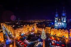 PRAAG, TSJECHISCHE REPUBLIEK - 22 DECEMBER, 2015: Oud Stadsvierkant in Praag, Tsjechische republiek Stock Fotografie