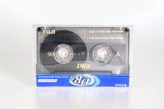 PRAAG, TSJECHISCHE REPUBLIEK - 20 FEBRUARI, 2019: Audio compact chroom 90 van cassettefuji DRII in plastic doos Audiocassette op  stock foto's
