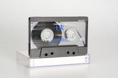 PRAAG, TSJECHISCHE REPUBLIEK - 20 FEBRUARI, 2019: Audio compact chroom 90 van cassettesony UX op plastic verlaten doos Audiocasse royalty-vrije stock foto