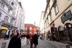 Praag, Tsjechische Republiek - 27 Januari, 2014: Één van de populairste straat voor toeristen Stock Afbeelding