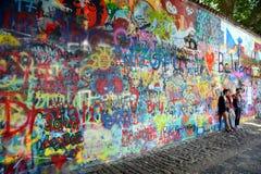 PRAAG, TSJECHISCHE REPUBLIEK - 22 JULI, 2017: Muur van John Lennon in het centrum van Praag Stock Foto