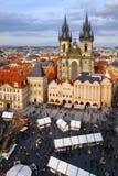 Praag, Tsjechische Republiek 26 Maart, 2018: Pasen-viering in het Oude Stadsvierkant Hoogste mening over Tyn-kerk Royalty-vrije Stock Foto