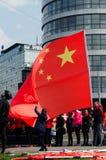 Praag, Tsjechische republiek - Maart, 28ste 2016: Chinese meisjesholding Royalty-vrije Stock Afbeelding