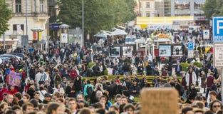 PRAAG, TSJECHISCHE REPUBLIEK - 15 MEI, 2017: Demonstratie op het vierkant van Praag Wenceslas tegen de huidige overheid en Babis Royalty-vrije Stock Afbeeldingen