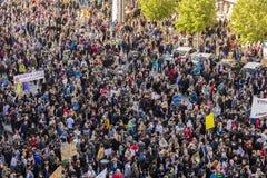 PRAAG, TSJECHISCHE REPUBLIEK - 15 MEI, 2017: Demonstratie op het vierkant van Praag Wenceslas tegen de huidige overheid en Babis Stock Foto