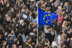 PRAAG, TSJECHISCHE REPUBLIEK - 15 MEI, 2017: Demonstratie op het vierkant van Praag Wenceslas tegen de huidige overheid en Babis Stock Fotografie