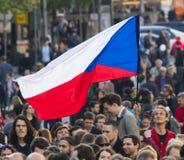 PRAAG, TSJECHISCHE REPUBLIEK - 15 MEI, 2017: Demonstratie op het vierkant van Praag Wenceslas tegen de huidige overheid en Babis Stock Afbeeldingen