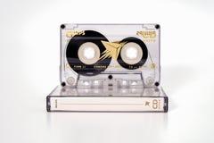 PRAAG, TSJECHISCHE REPUBLIEK - 29 NOVEMBER, 2018: Audio compact CD van cassettephilips extra chroom 90 Audiocassette met doos voo stock foto