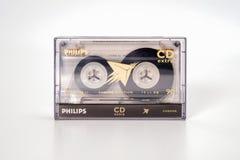 PRAAG, TSJECHISCHE REPUBLIEK - 29 NOVEMBER, 2018: Audio compact CD van cassettephilips extra chroom 90 in plastic doos Audiocasse stock afbeelding