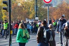 PRAAG, TSJECHISCHE REPUBLIEK - 24 Oct 2015: Demonstratie in Praag, de Tsjechische Republiek van de Legioenbrug, op 24 Oct, 2015 Stock Foto's