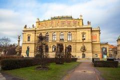 24 01 2018 Praag, Tsjechische Republiek - Rudolfinum die op Januari P voortbouwen Stock Afbeelding