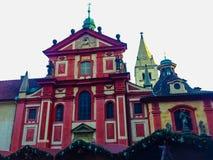 Praag, Tsjechische Republiek: St George ` s Basiliek, werd oorspronkelijk gezegend in 1185 Stock Fotografie