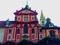 Praag, Tsjechische Republiek: St George ` s Basiliek, werd oorspronkelijk gezegend in 1185 Royalty-vrije Stock Fotografie