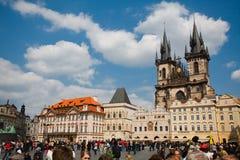 Praag, Tsjechische Republiek, vijfde Mei, 2011: Mensen op Oude Vierkante Stad stock fotografie