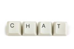 Praatje van verspreide toetsenbordsleutels op wit Stock Fotografie