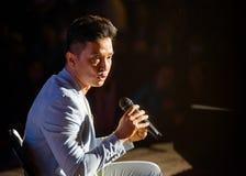 Prabal Gurung intervju på den fotoKatmandu festivalen 2018, i passande royaltyfria foton